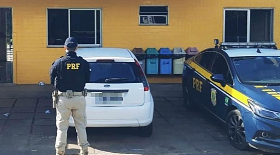 PRF de Leopoldina recupera carro furtado durante a madrugada em Teresópolis
