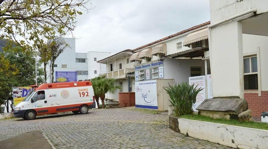 Hospital de Leopoldina alerta que pode ficar sem remédios do 'Kit intubação' em 15 dias