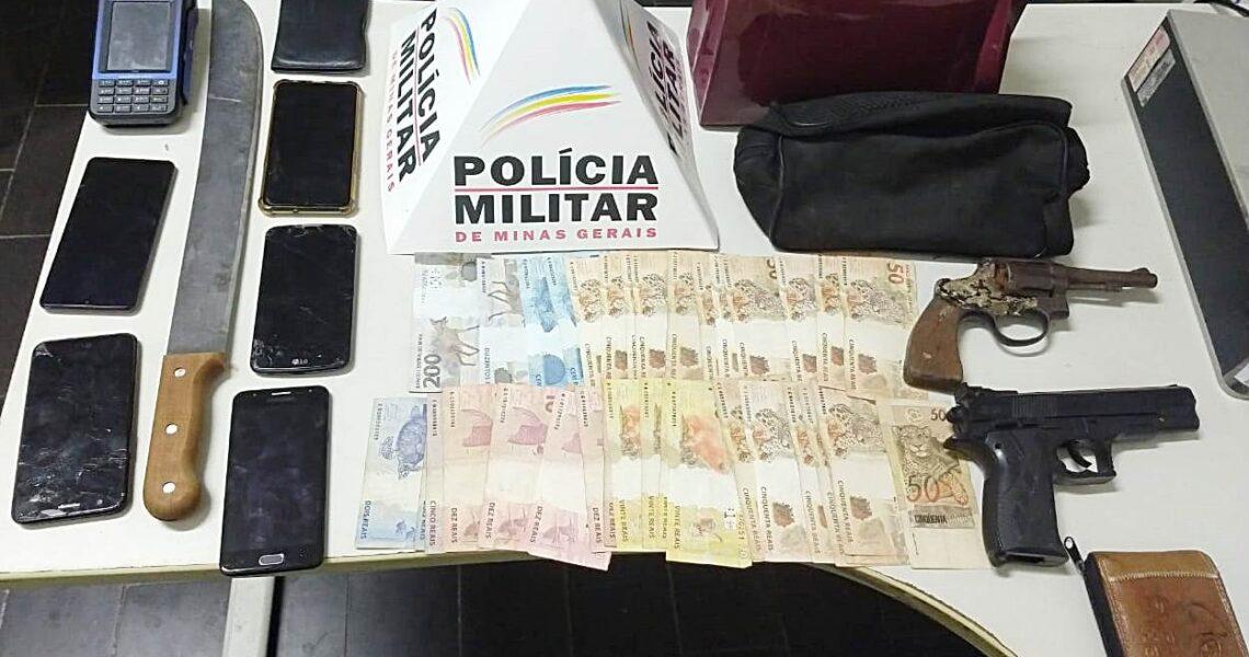 PM de Leopoldina prende 3 e apreende arma após assalto nas Três Cruzes