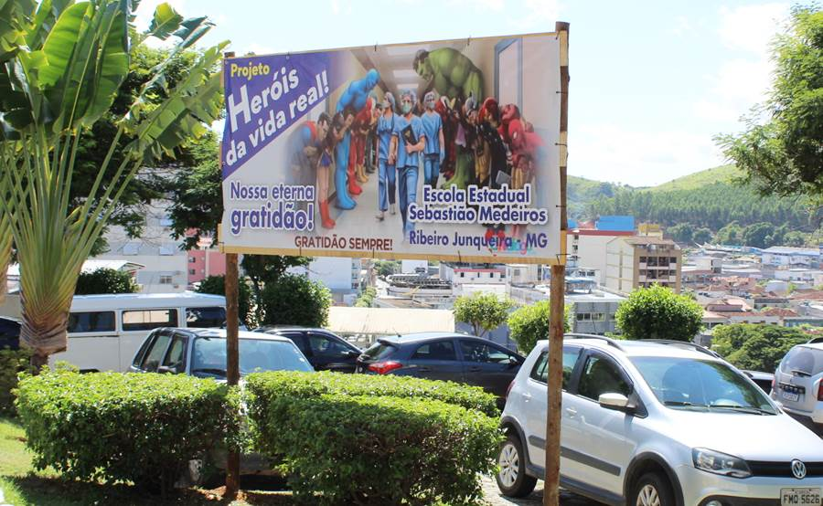 Escola Estadual Sebastião Medeiros homenageia profissionais de saúde da linha de frente contra Covid em Leopoldina