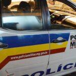 Homem é preso pela PM após roubar comércio e ameaçar vítima em Além Paraíba
