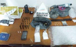 PM prende foragido da Justiça e apreende drogas e munições durante Operação em Recreio