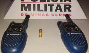 Homem é detido pela PM com munição e rádios comunicadores em Leopoldina